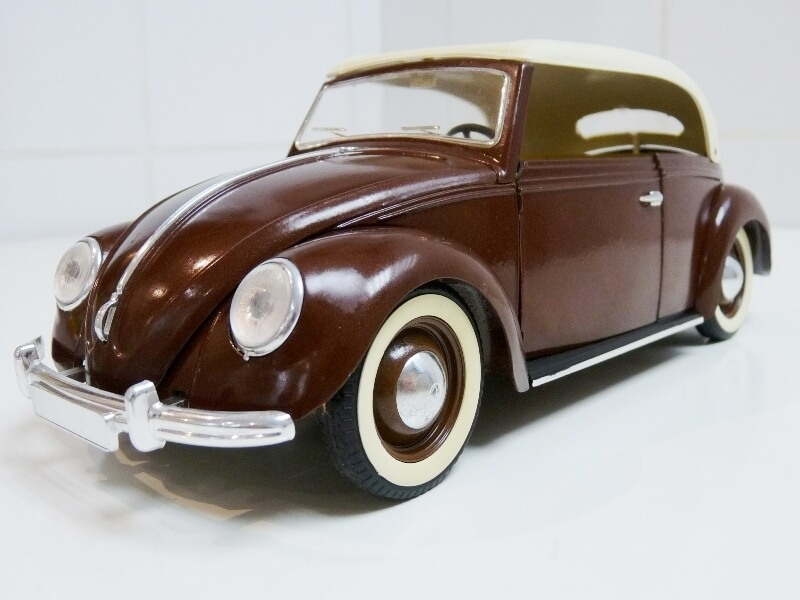 Volkswagen Coccinelle Cabriolet - 1949 - Solido 1/18 ème Volksw36