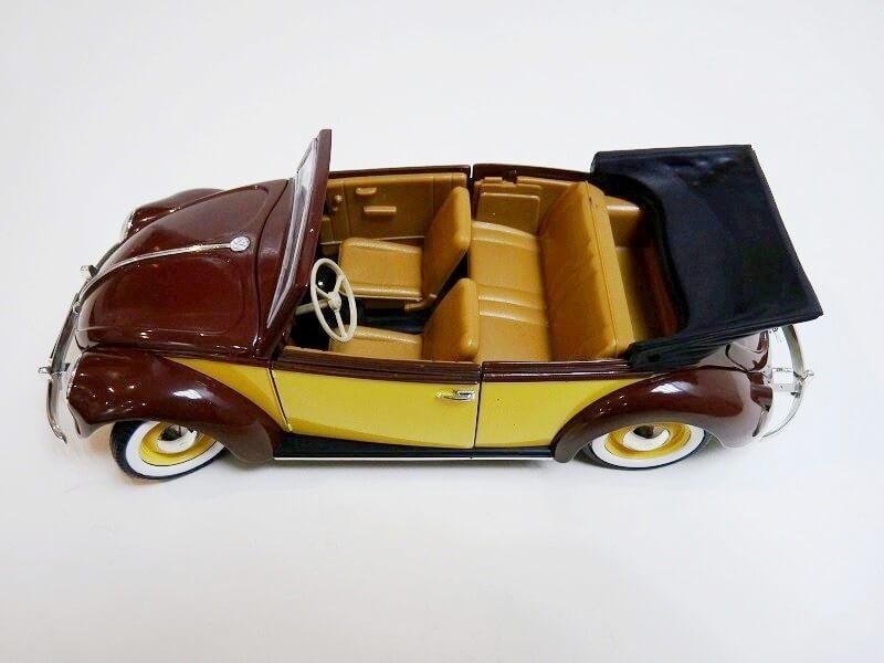 Volkswagen Coccinelle Karmann Cabriolet type 15 A - 1949 - Solido 1/18 ème Volksw46