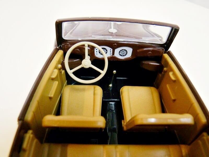 Volkswagen Coccinelle Karmann Cabriolet type 15 A - 1949 - Solido 1/18 ème Volksw52