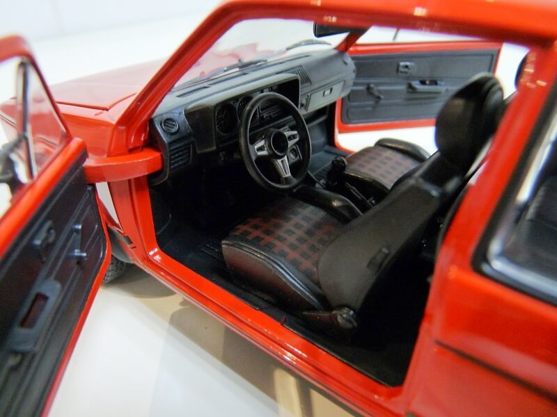 Volkswagen Golf GTI - 1977 - Solido 1/18 ème Volksw81