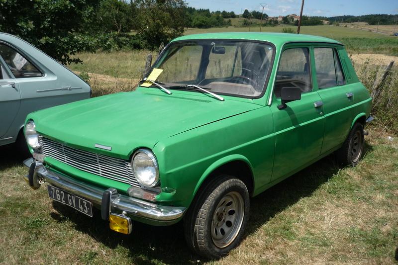 Rassemblement de voitures anciennes à Frugières le Pin  (43) P1110415