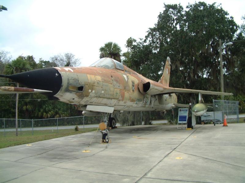 [HobbyBoss] F-105D Thunderchief, 1/48e Dscf4722