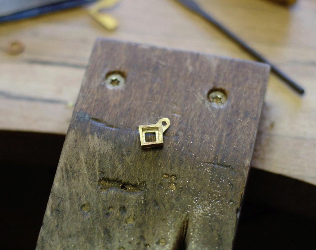 Serti clos carré (bague, chevalière et deux pendentifs) - Page 2 Dsc_0172