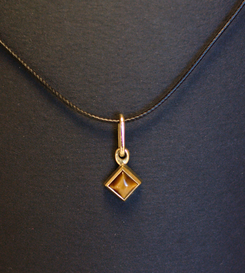 Serti clos carré (bague, chevalière et deux pendentifs) - Page 2 Dsc_0212