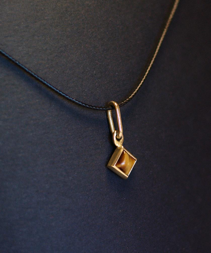 Serti clos carré (bague, chevalière et deux pendentifs) - Page 2 Dsc_0214