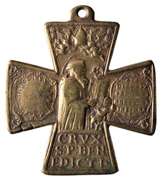 Cruz de San Ulrico y San  Benito. (F. /Clase III.B.) [ Pec034 / S-XVIII] Dsc_0621