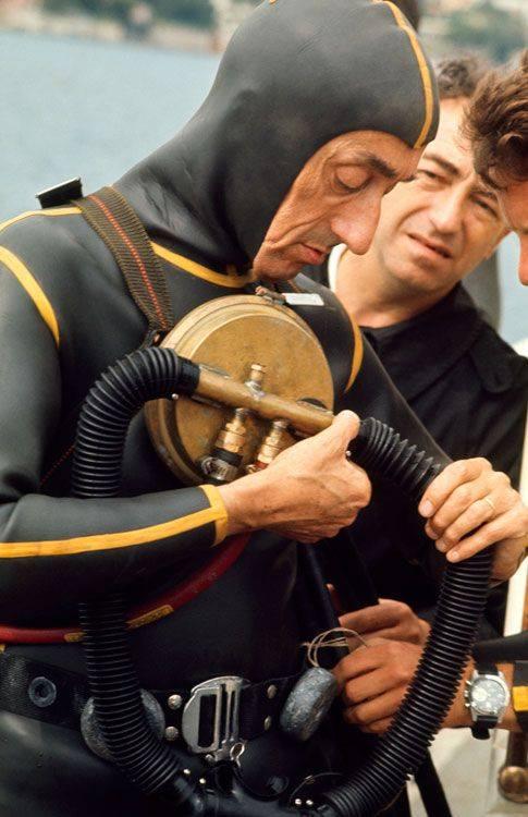 Une photo pour l'histoire....avec un grand Monsieur !! Le commandant Cousteau... Image011