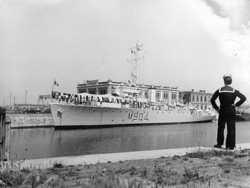 M/F 904 Debrouwer (ex HMS Spanker) - Page 5 M_90411