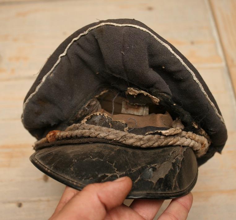 vestiges d'une casquette allemande ww2? Img_6227