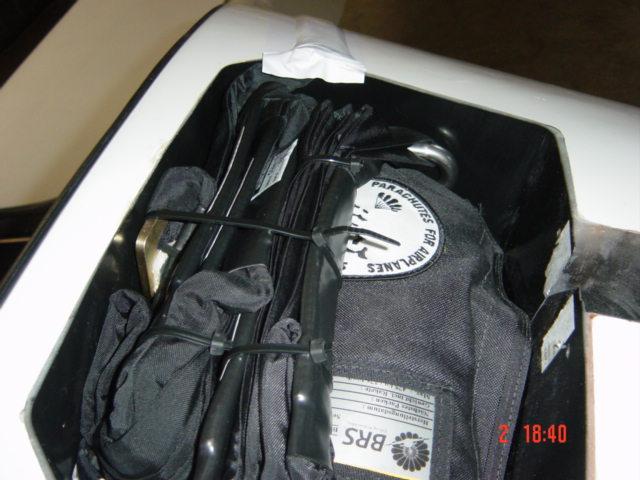 Parachute inefficace, mauvais montage DA Dsc06111
