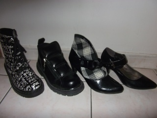 Parce que les filles, ça aime les poupées et les chaussures - Page 4 Dscf3411