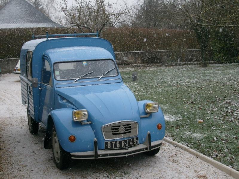 Utilitaire Citroën sous la neige S7304014