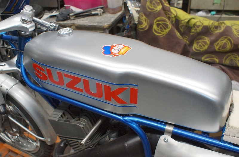 125 Suzuki RT 67 Sheene Réplica Suz_bs26
