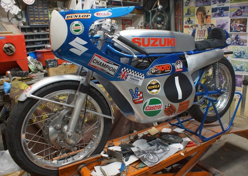 125 Suzuki RT 67 Sheene Réplica Suz_bs31