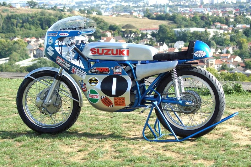 125 Suzuki RT 67 Sheene Réplica - Page 2 Suz_bs37
