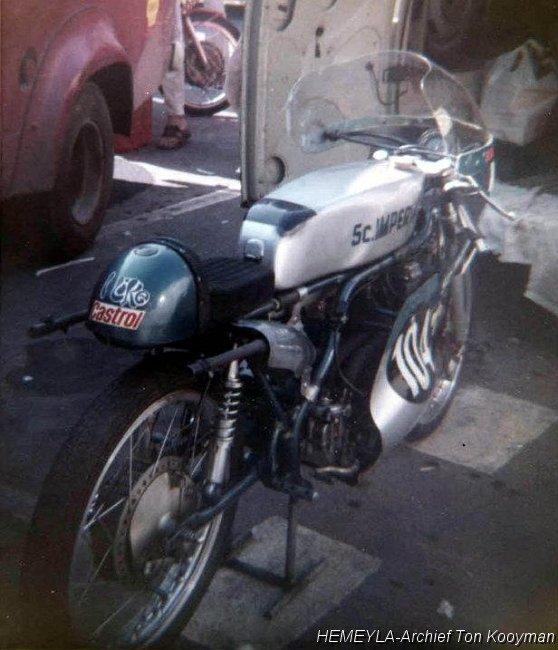 125 Suzuki RT 67 Sheene Réplica Suzuki10