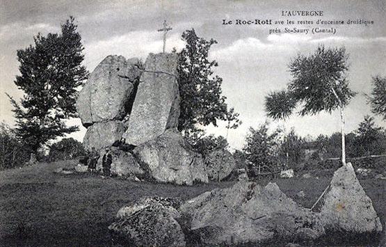Menhir du roc roti (cantal) 10065510