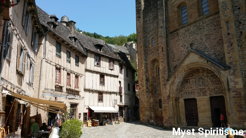 Conques [Aveyron] Parvis10