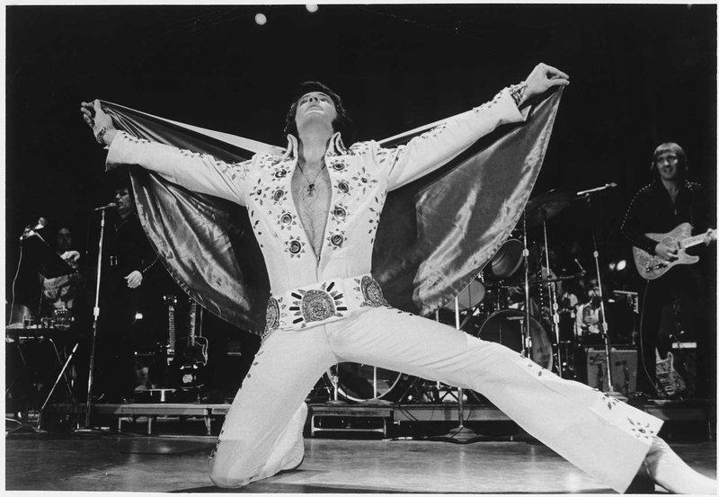Todos en pie! ELVIS - Página 5 Elvis_11