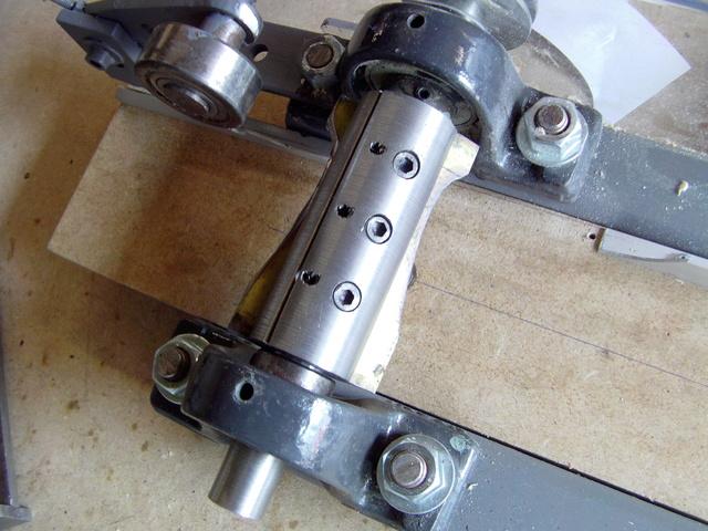 La machine à fabriquer des pales d'hélicos, des bords de fuites, d'attaque ..... Imag0092