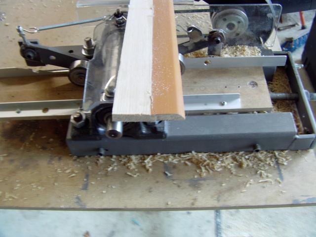 La machine à fabriquer des pales d'hélicos, des bords de fuites, d'attaque ..... Imag0116