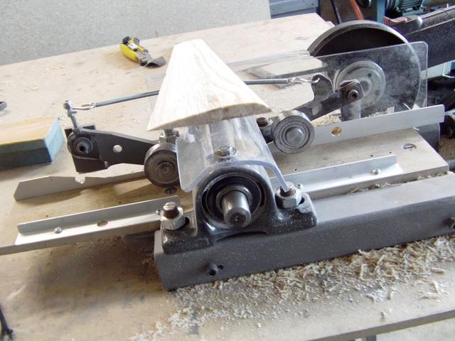 La machine à fabriquer des pales d'hélicos, des bords de fuites, d'attaque ..... Imag0117