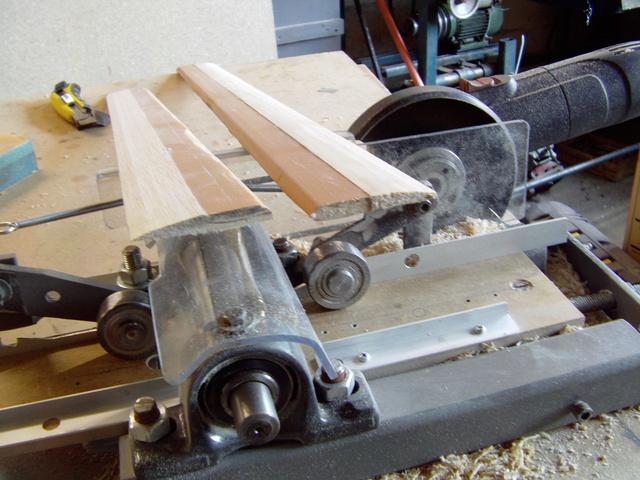 La machine à fabriquer des pales d'hélicos, des bords de fuites, d'attaque ..... Imag0118