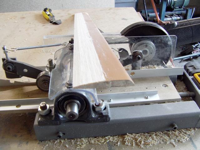 La machine à fabriquer des pales d'hélicos, des bords de fuites, d'attaque ..... Imag0122