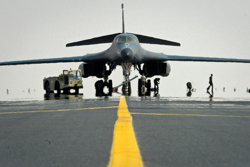 Para quem gosta de aviões - Página 5 B-1b-l10