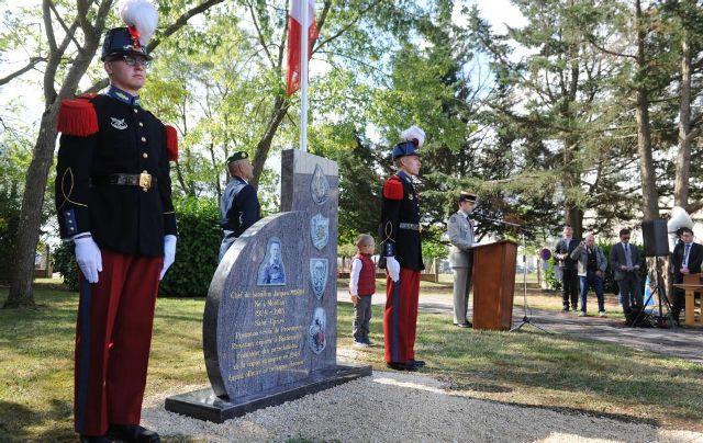 Moulins : inauguration d'une stèle en mémoire de Jacques Morin, fondateur des légionnaires parachutistes 34029110