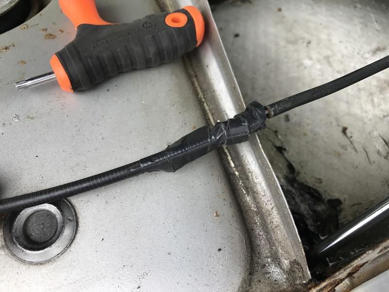 [résolu] capot moteur bloqué Img_9618
