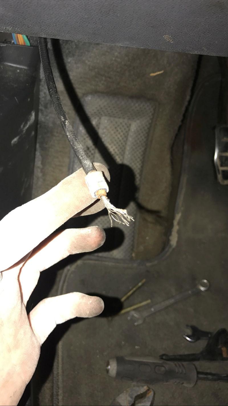 [résolu] capot moteur bloqué Img_9721