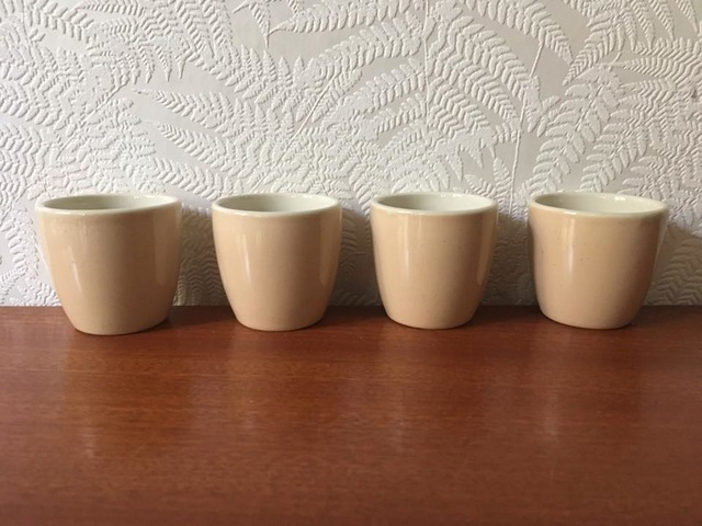 Vitrified Eggcups in Cream Speckle d171 Cream_10