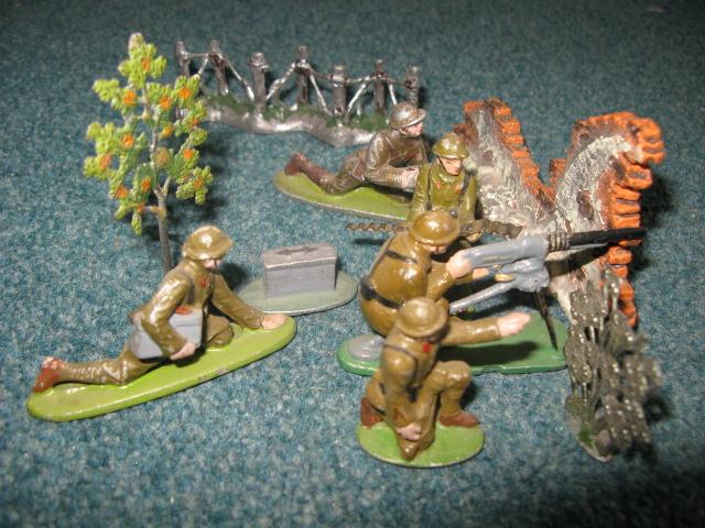 Les figurines anciennes, leurs accessoires et leurs décors. - Page 4 Grand_16