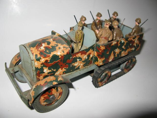 Les figurines anciennes, leurs accessoires et leurs décors. - Page 4 Img_0333