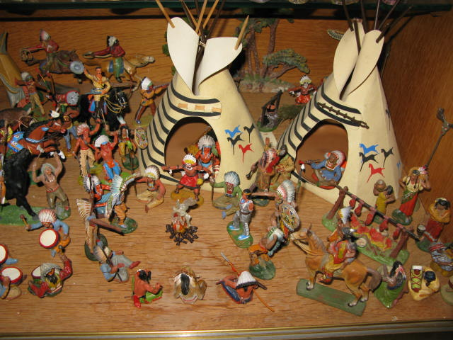 Les figurines anciennes, leurs accessoires et leurs décors. - Page 4 Img_0420