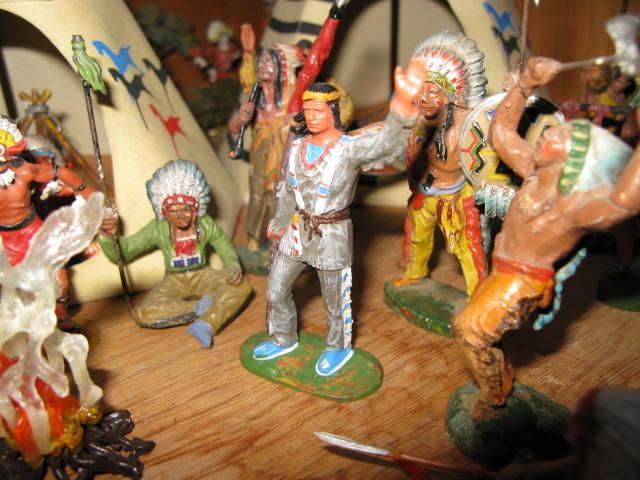 Les figurines anciennes, leurs accessoires et leurs décors. - Page 4 Img_0421