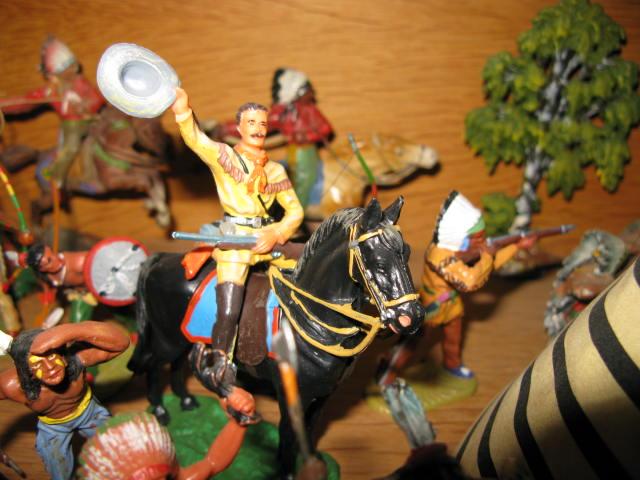 Les figurines anciennes, leurs accessoires et leurs décors. - Page 4 Img_0422