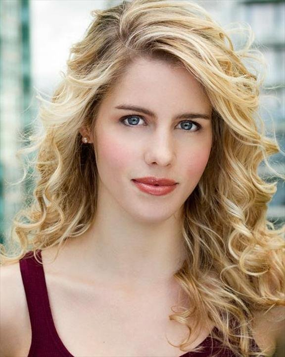 Emily Bett Rickards : Felicity Smoak Emily-10