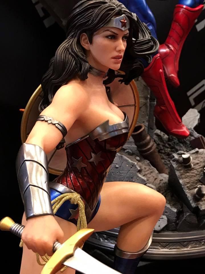 DC Comics - New 52 Wonder Woman 1/4 Statue   111