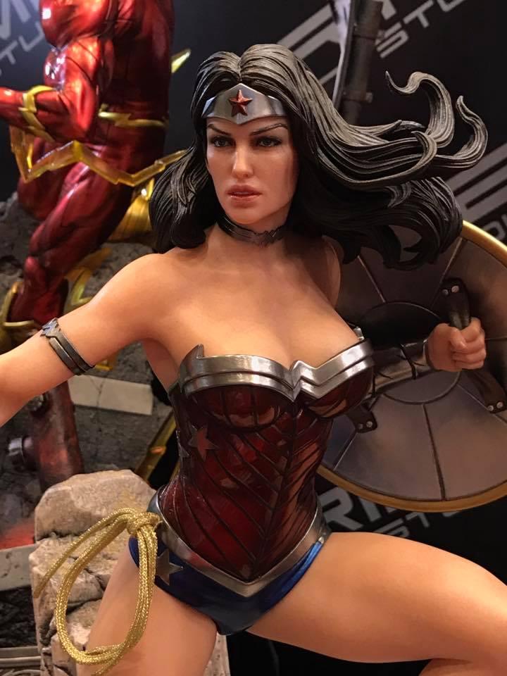 DC Comics - New 52 Wonder Woman 1/4 Statue   20375610