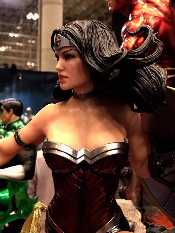 DC Comics - New 52 Wonder Woman 1/4 Statue   20476311