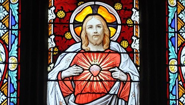 O Jésus, à votre Sacré-Cœur, victime d'amour au Calvaire et dans l'Eucharistie, je me consacre à cette heure, sans réserve et sans retour, pour être désormais, à jamais, une « Victime » de votre amour. Sacry-10