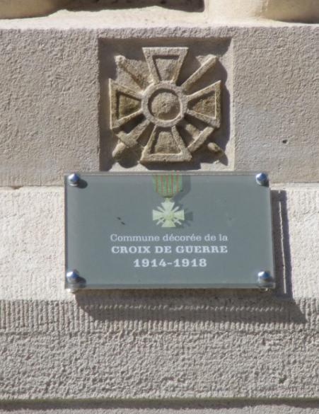 [ Histoires et histoire ] Monuments aux morts originaux Français Tome 2 - Page 17 Captu782