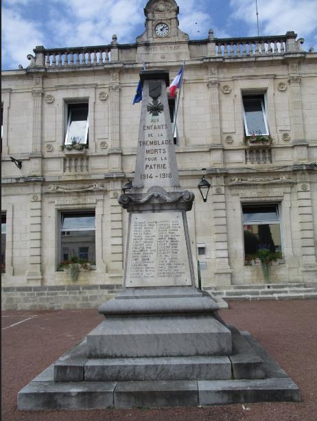 [ Histoires et histoire ] Monuments aux morts originaux Français Tome 2 - Page 18 Captu828