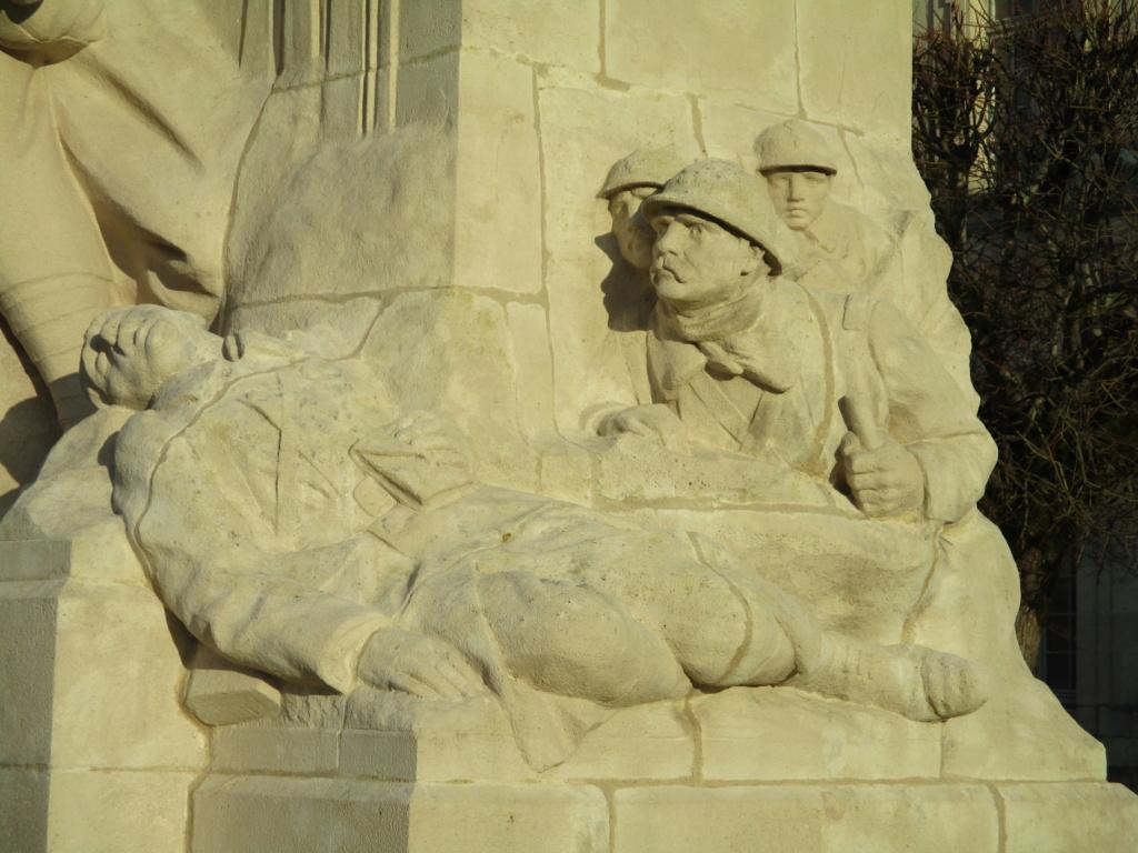 [ Histoires et histoire ] Monuments aux morts originaux Français Tome 2 - Page 15 Img_5846