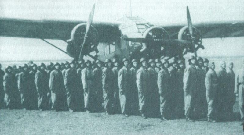 HONGRIE : la division parachutiste Szent Laszlo Para_h10