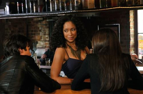 Gina dans Vampire Diaries!!!! 11750b11