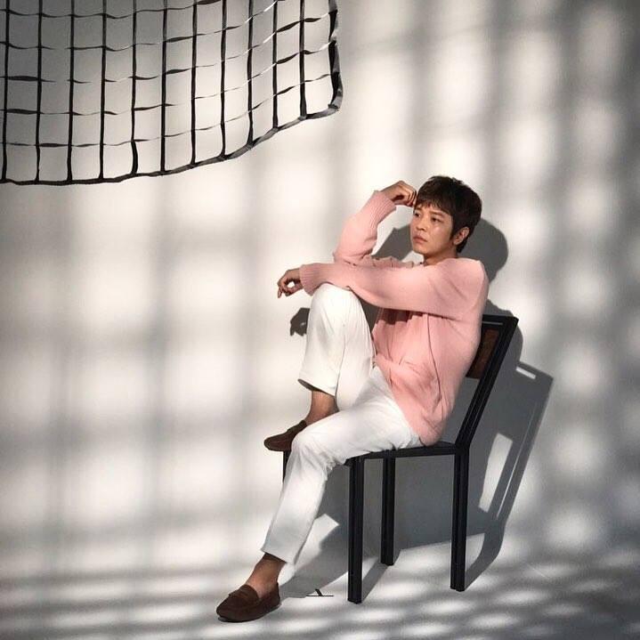 Kim Jeong Hoon luciendo productos de los auspiciadores 2017 19059810