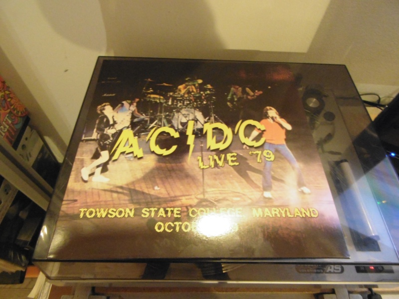 Playlist d'Octobre et Novembre - Ca sent le manque d'inspiration... - Page 5 Ac_dc_10